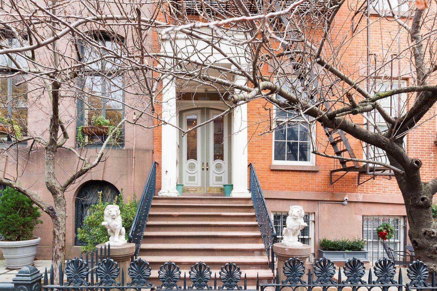 Excellent Emma Stones Former Chelsea Townhouse Returns For 19 75M Beutiful Home Inspiration Ommitmahrainfo