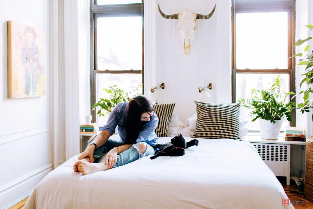 alexandra-king-park-slope-brooklyn-nyc-apartment-mysqft-bed-detail-with-cat-2