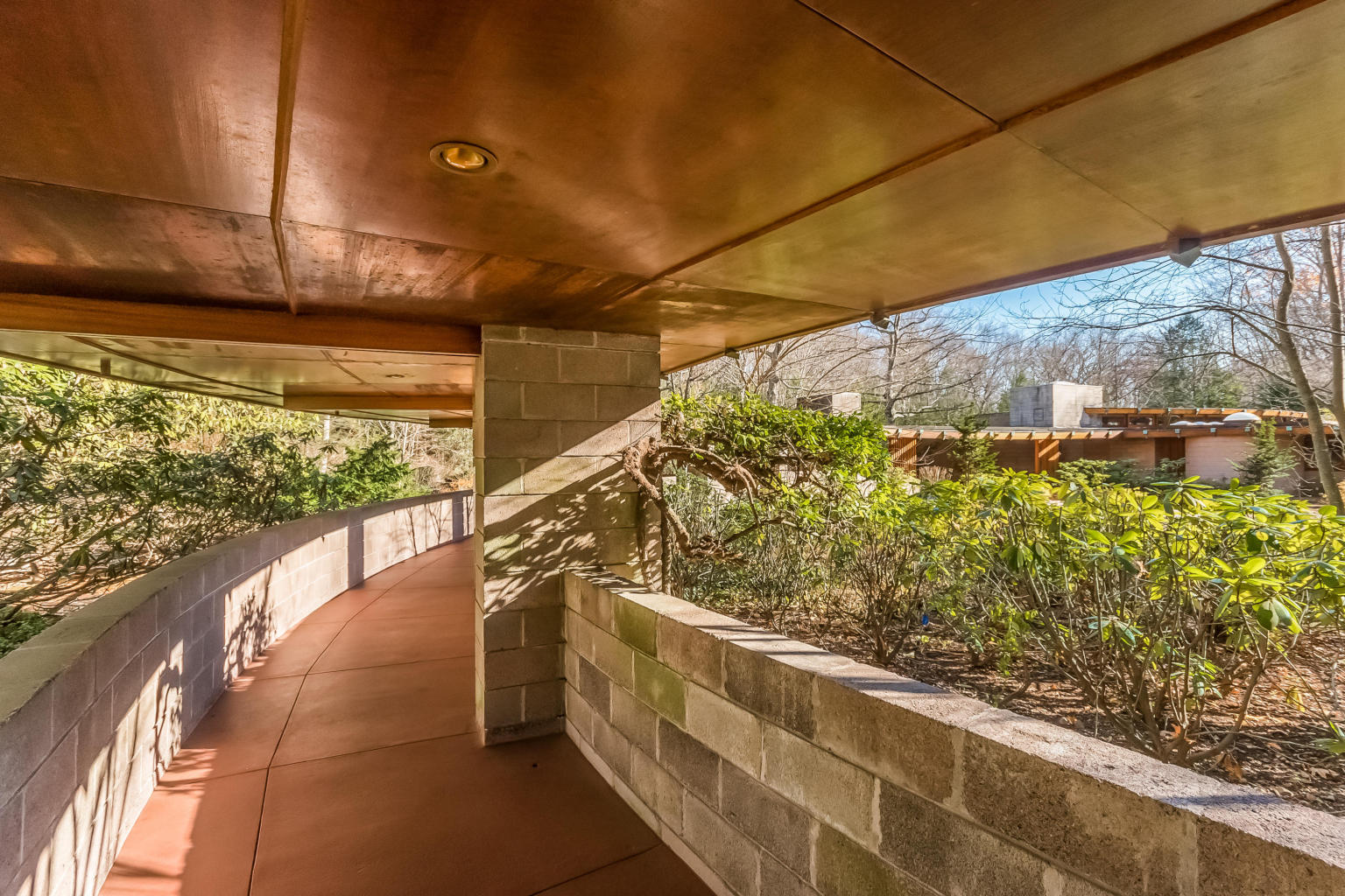 own frank lloyd wright 39 s horseshoe shaped tirranna home in new canaan ct for 8m 6sqft. Black Bedroom Furniture Sets. Home Design Ideas