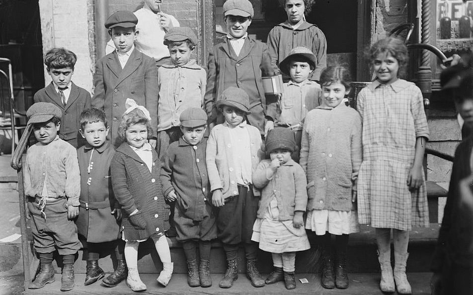 immigration and assimilation in urban america, 1870-1900 dbq essay Immigrants, 1870-1920 page 1 in the years since europeans first settled north america, about 90 million immigrants have arrived—the largest migration of people in all human history.