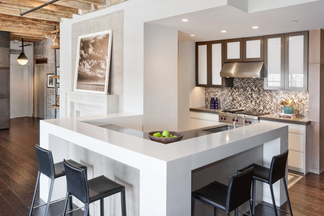 Besides The Nearby Bar, The Kitchen Comes With Two Additional Refrigerated  Beverage Drawers, As Well As Lots Of Smartly Designed Storage Space.