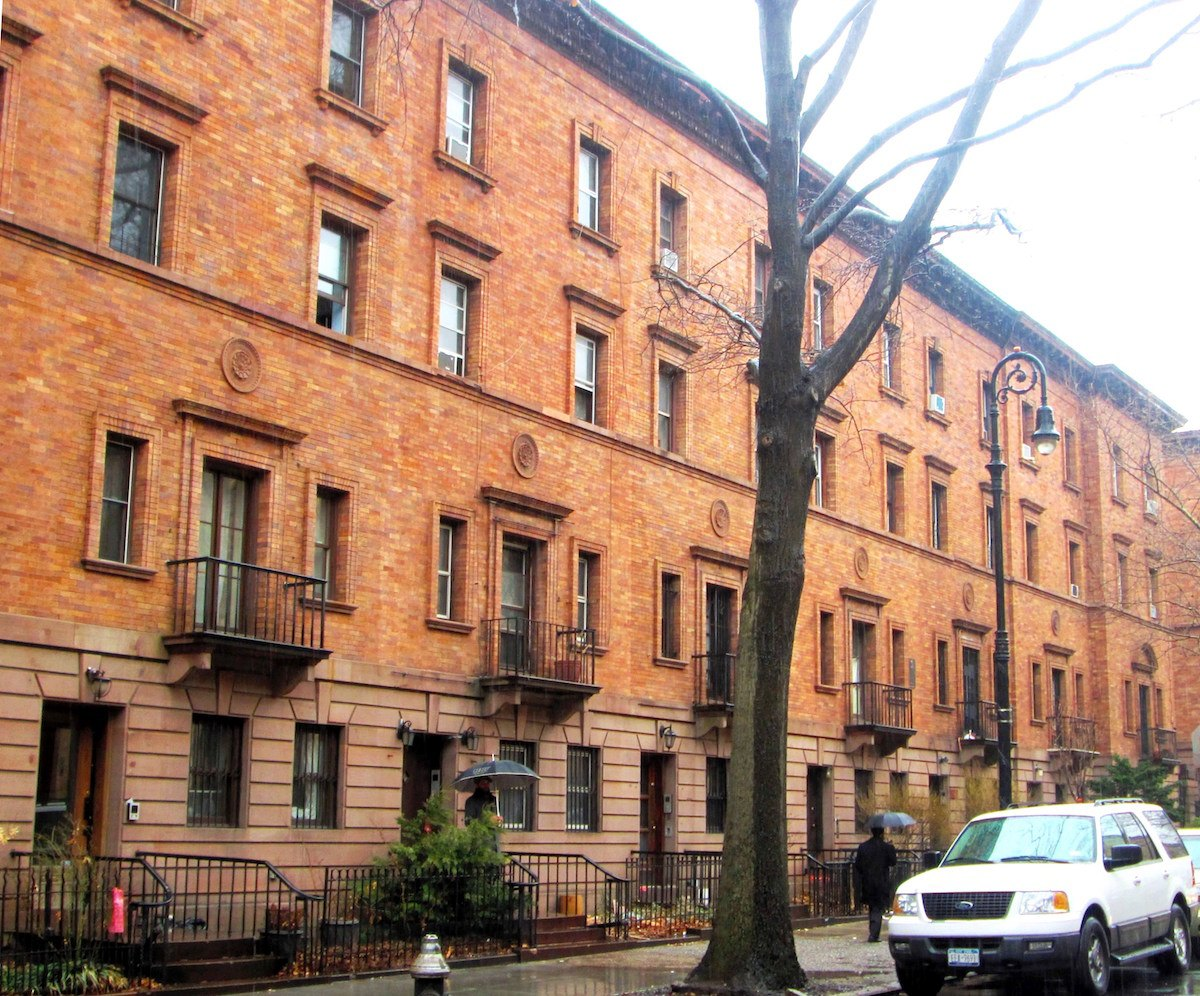 139th street revisited bob dylan s former townhouse on for Townhouses for sale in harlem