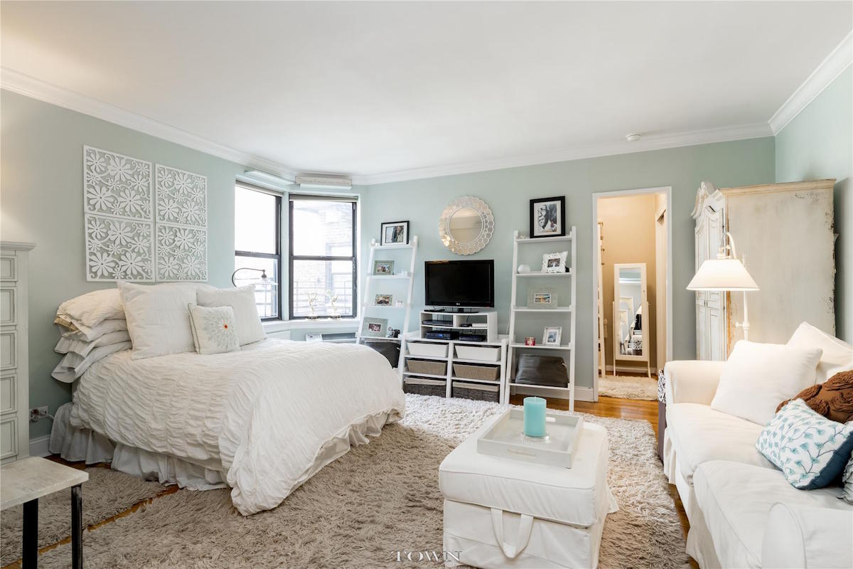 Studio Apartment Upper East Side for $337k, this petite upper east side studio is perfect for girls