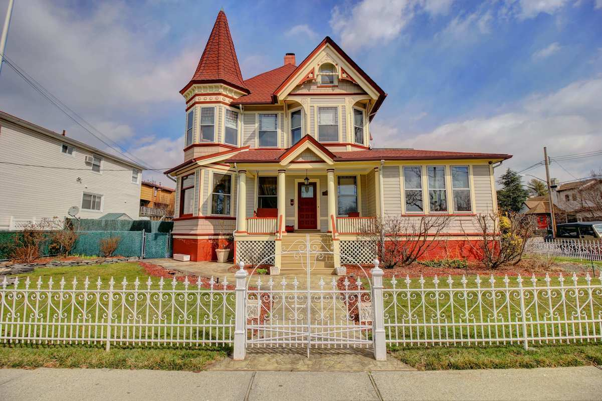 Stately Staten Island Victorian Hits The Market For 1 5m