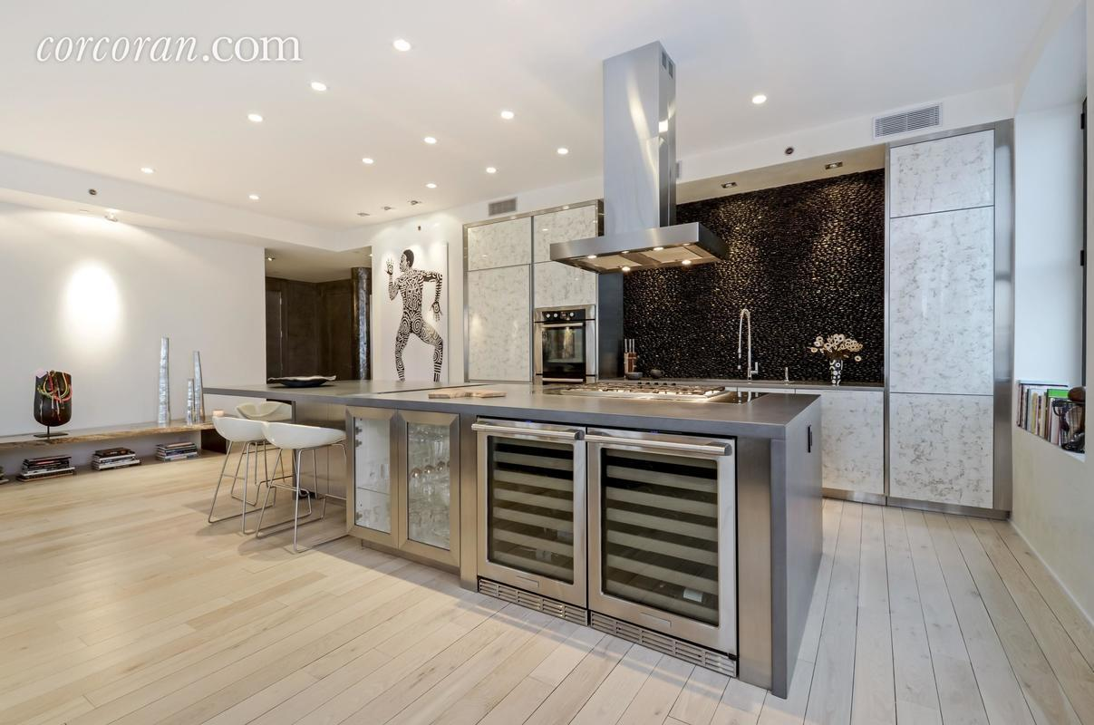 Its showpiece is really the lofted living area which is flooded with natural light thanks to eight oversized corner windows. High ceilings allow for a ... & Music exec Sylvia Rhone looks to unload her Tribeca condo for $6.695 ...