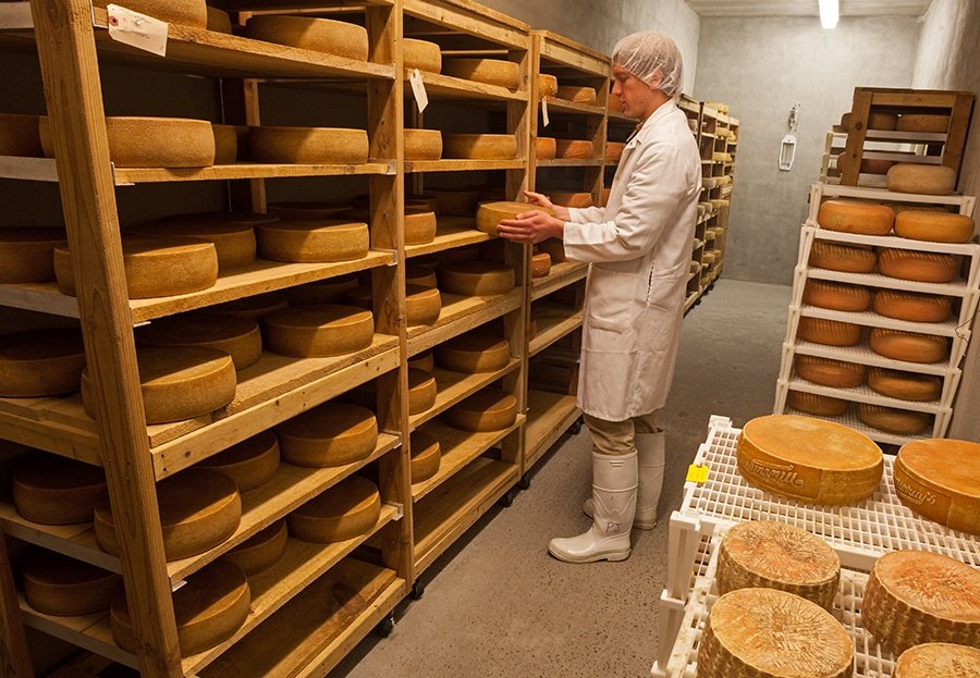 The Urban Lens: Behind the counter and into the caves at Murray's Cheese