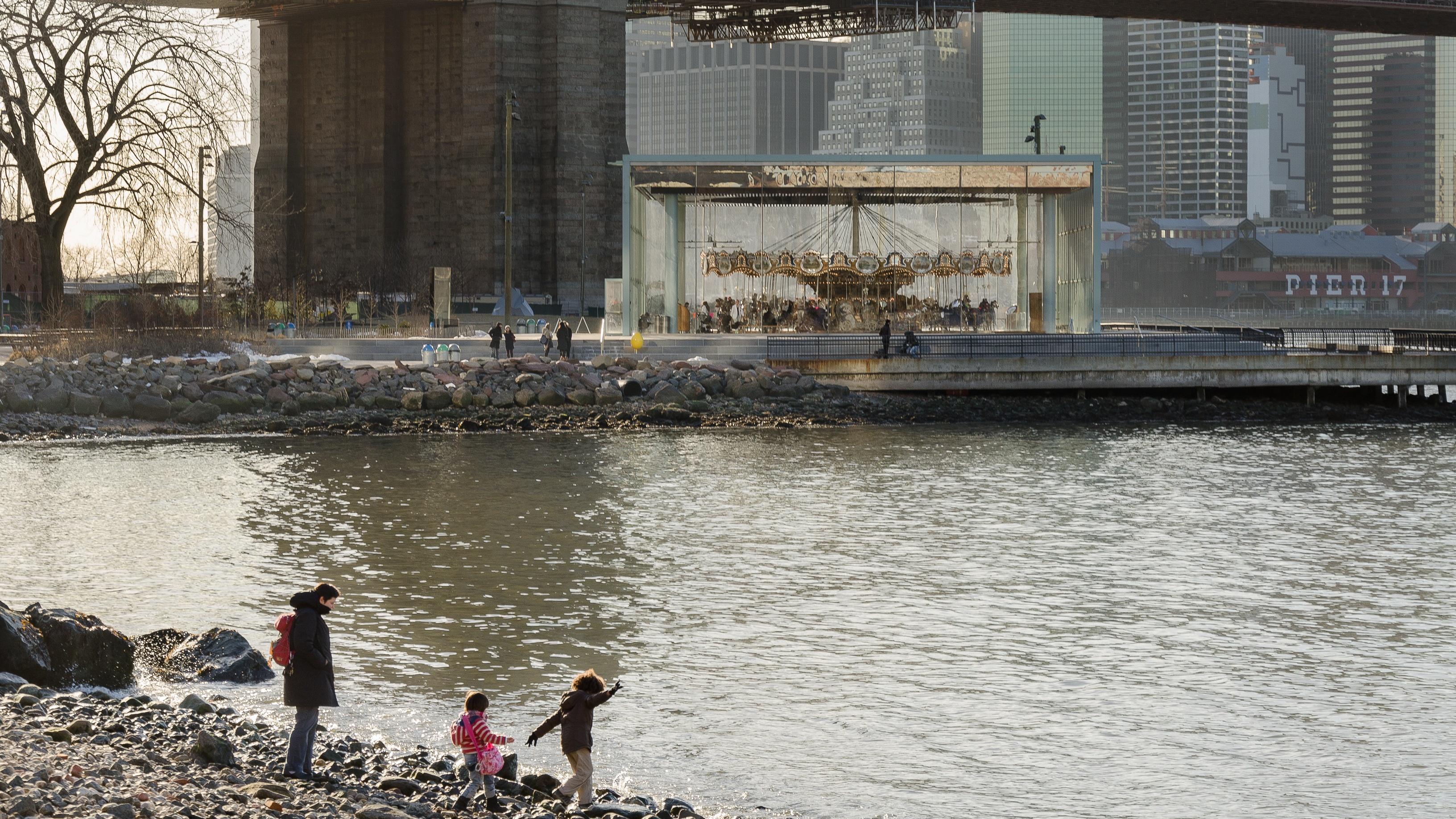 brooklyn bridge waterfront dumbo