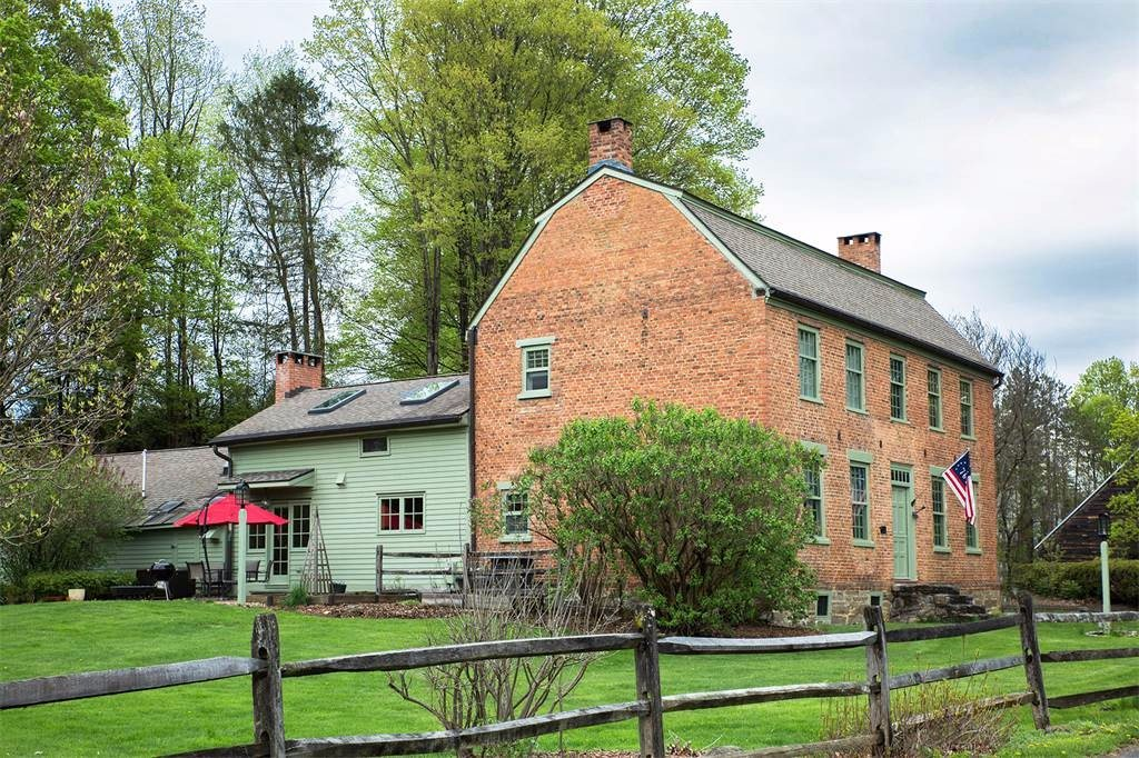 This 1760 farmhouse in upstate new york can be yours for for Upstate new york houses