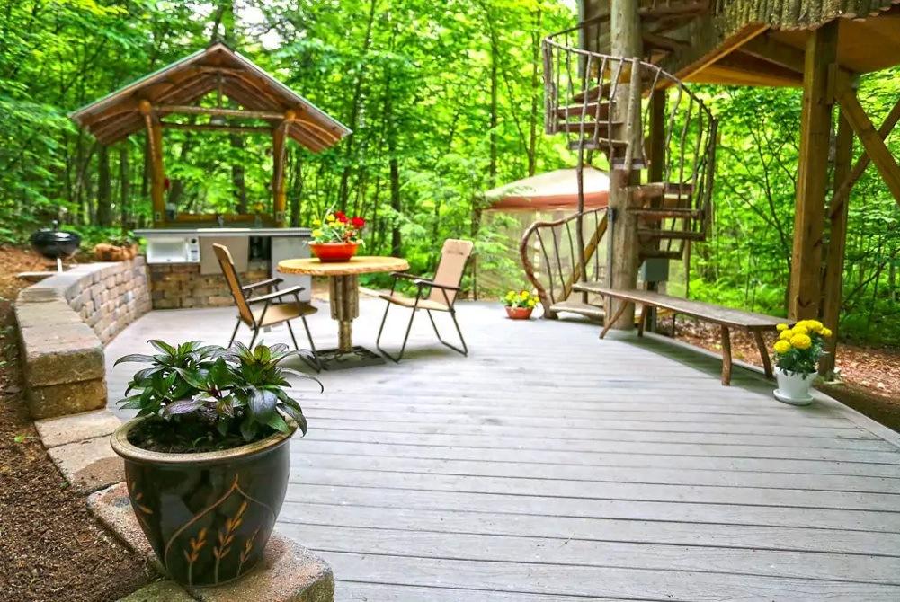 this summer you could stay in an adirondack tree house retreat 6sqft rh 6sqft com treehouse patio bar cincinnati menu treehouse patio cinc