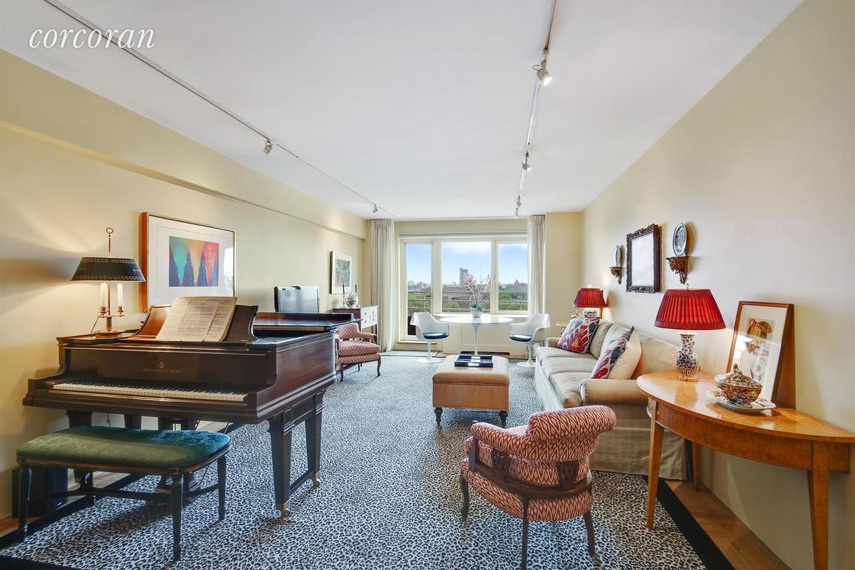 Robert moses 39 former yorkville home lists for 2m 6sqft for 1 gracie terrace new york ny