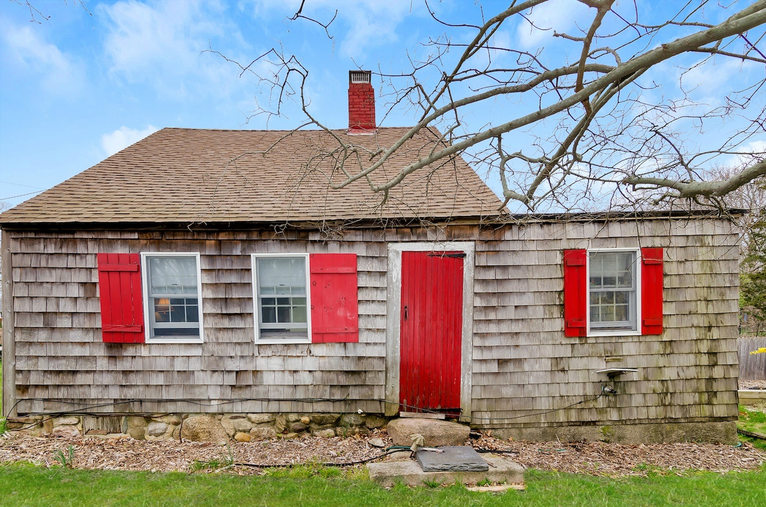 This Historic Hamptons Home Asking 125m Was Built In 1639 With