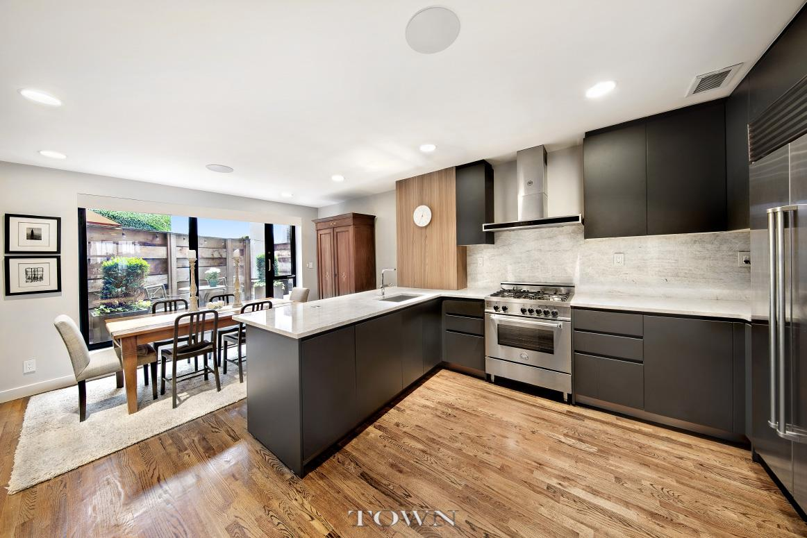 3 95m Buys You A Four Story Townhouse With Condo