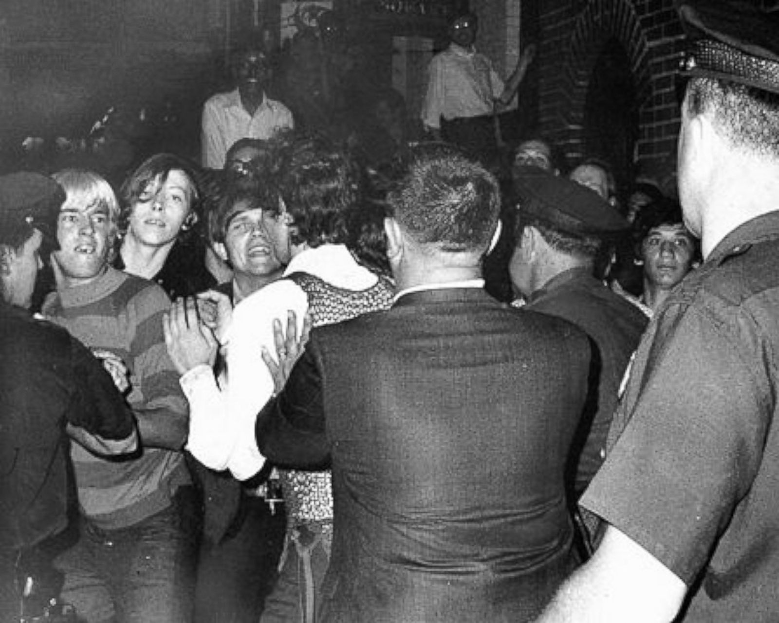 stonewall inn, stonewall inn riots, lgbtq rights