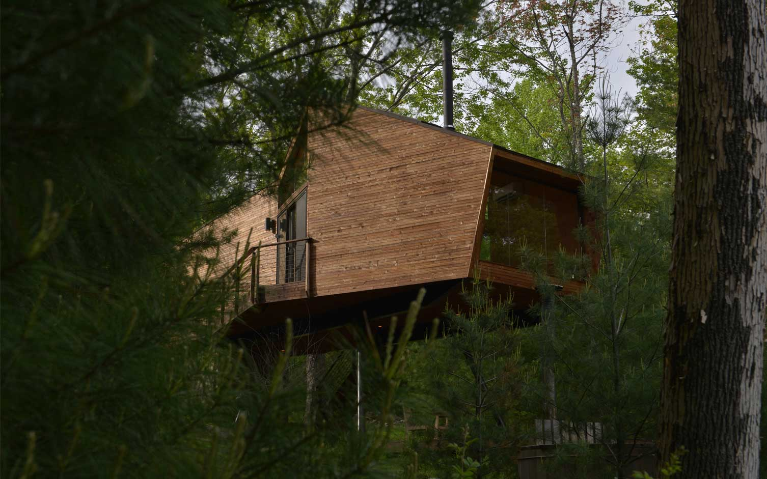 Modern Catskills Treehouse Uses Angular Geometry To Connect With