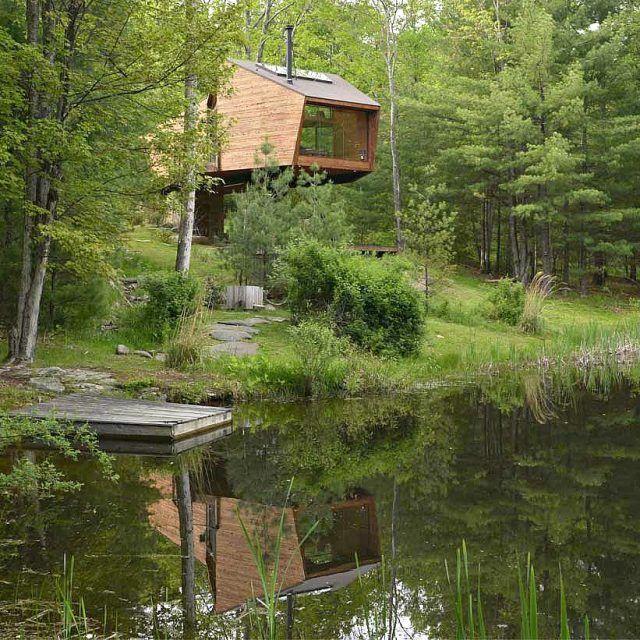 Modern Catskills treehouse uses angular geometry to connect with nature