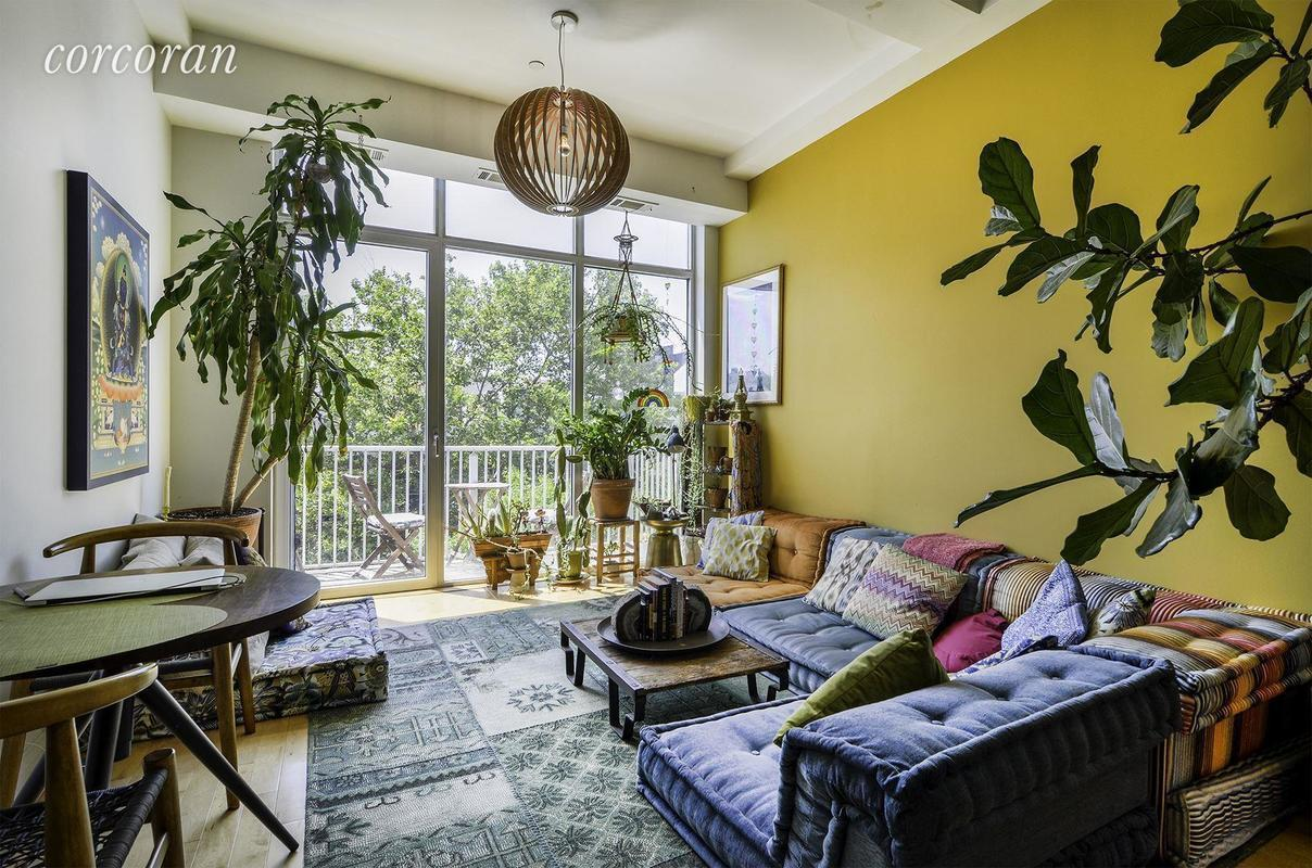 view photo in gallery - Tropical Apartment Design