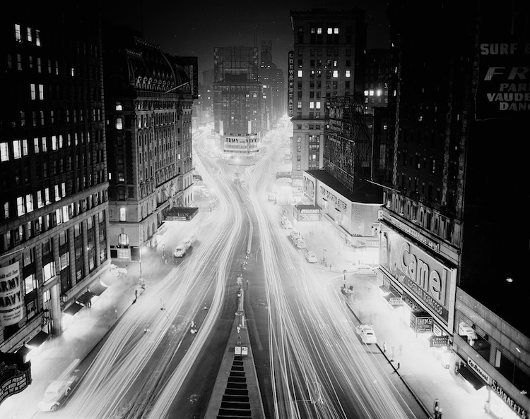The urban lens vintage nyc photos show everyday life in for Cocktail 42nd street