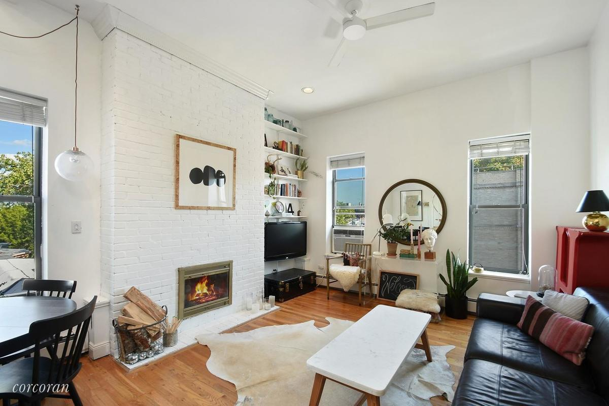 A large private roof deck is the icing on the cake. And itu0027s definitely cheaper than any two-bedroom in Williamsburg while the apartment was last listed ... & Hip loft with vaulted ceilings and a private roof deck asks $485K ... memphite.com