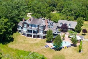 772 Middle Line Highway, Kevin Sorbo Hamptons, Kevin Sorbo house, Hamptons celebrities