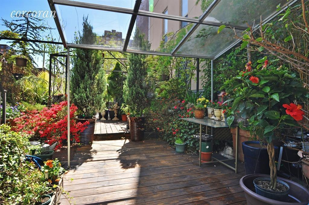 1 3m West Side Duplex With A Greenhouse And A Double