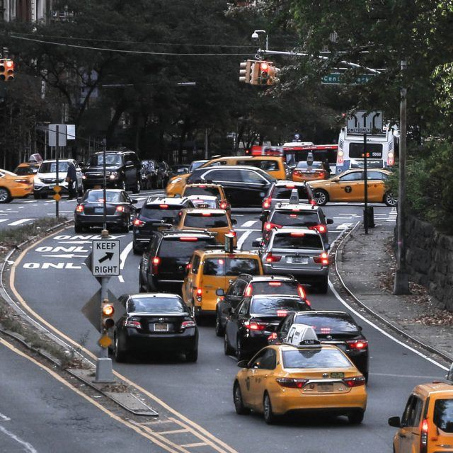 De Blasio unveils five-point plan to reduce congestion on NYC's busiest streets
