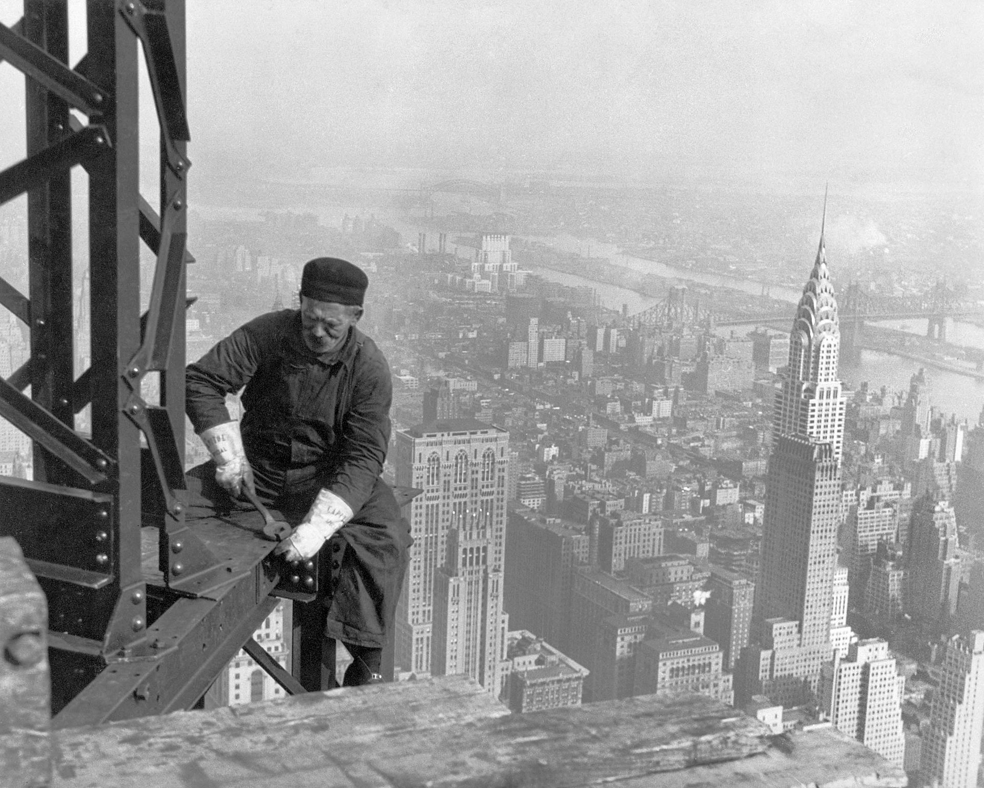 The Wild and Dark History of the Empire State Building | 6sqft