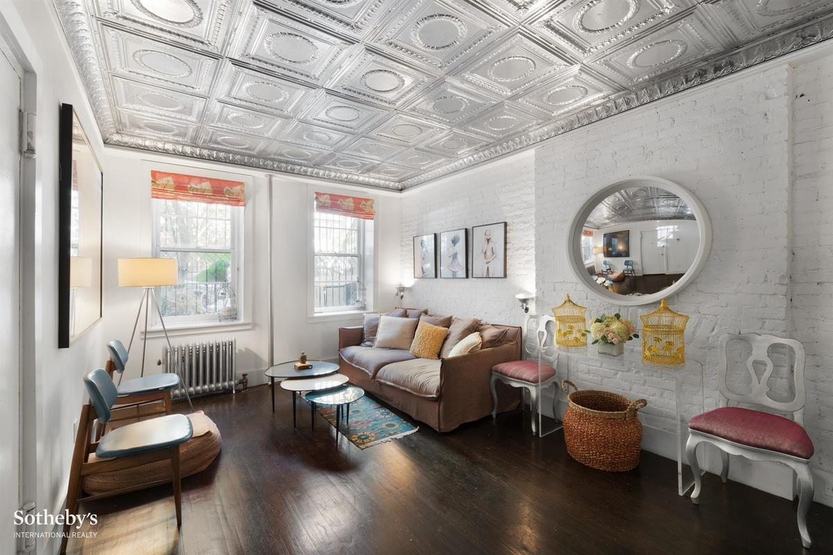 1 55m Garden Duplex In Gramercy Stands Out With 1920s Tin