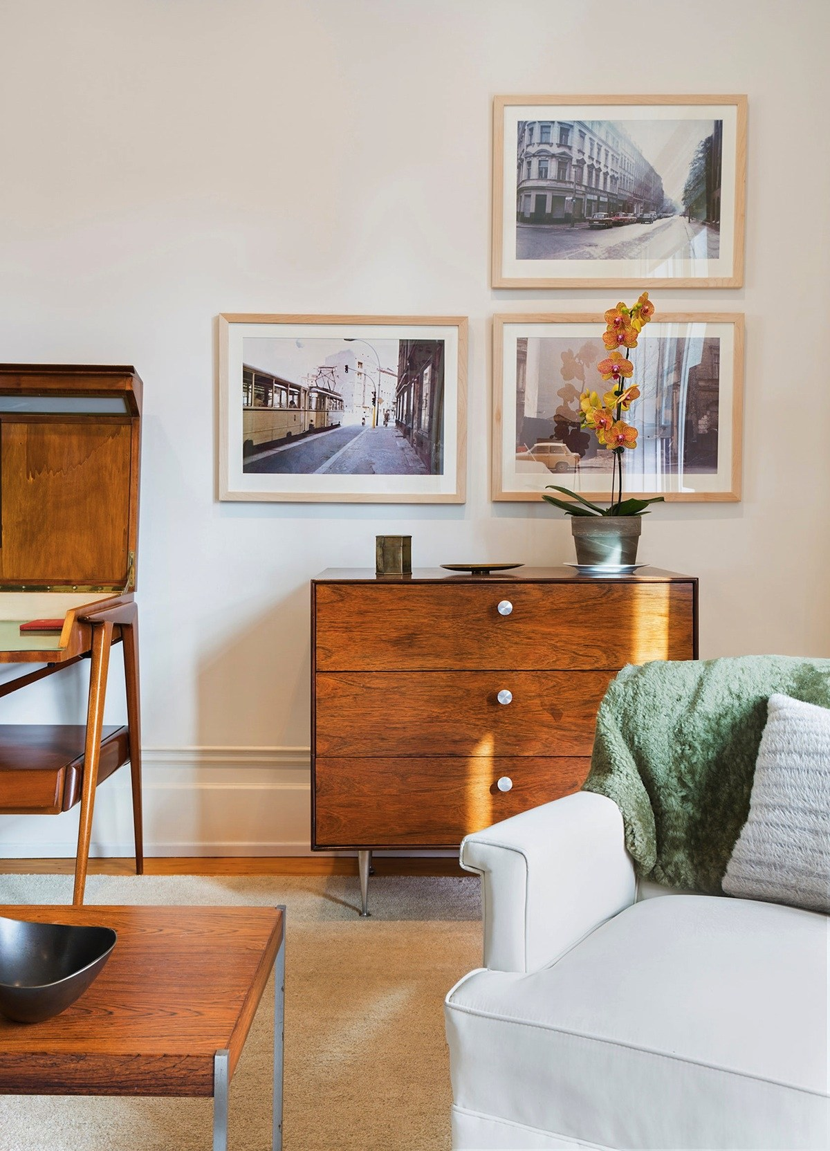 Andrew Franz transformed this Chelsea apartment by replacing walls