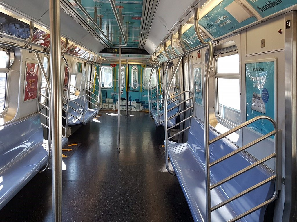 mta refurbishes and removes seats from e train to squeeze more riders in cars 6sqft. Black Bedroom Furniture Sets. Home Design Ideas
