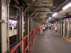 times square shuttle, times square curved tracks, nyc subway