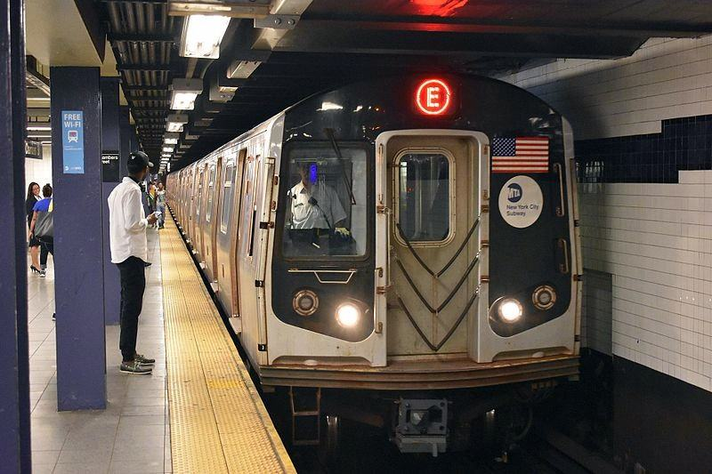 MTA will give workers iPhones to brief riders about subway delays
