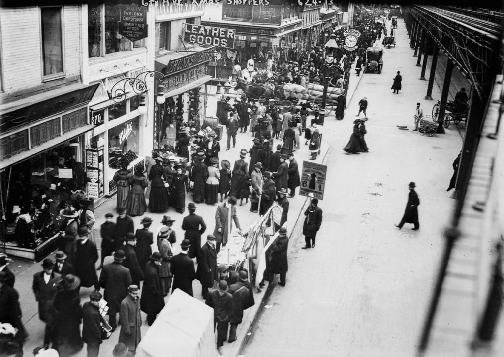 The Urban Lens: Vintage photos document the origins of Black Friday shopping in NYC