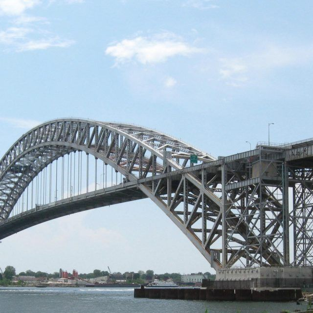 Who should pay to extend Staten Island Rapid Transit across the Bayonne Bridge?