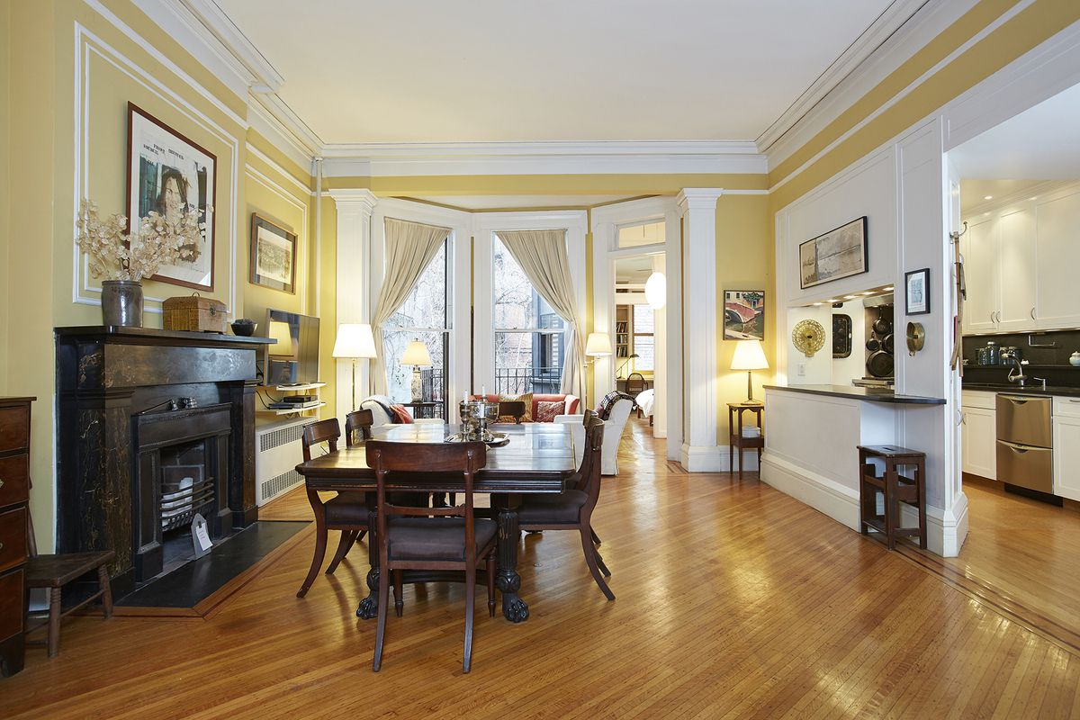A duplex in a historic brooklyn heights townhouse with a for Living room brooklyn 86 st