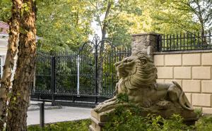 50 cent, Connecticut mansion, 50 poplar hill drive, million dollar listing