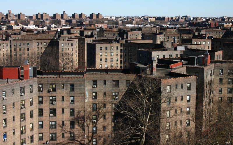 Mayor de Blasio begins first-ever lead paint testing program in 135,000 NYCHA apartments