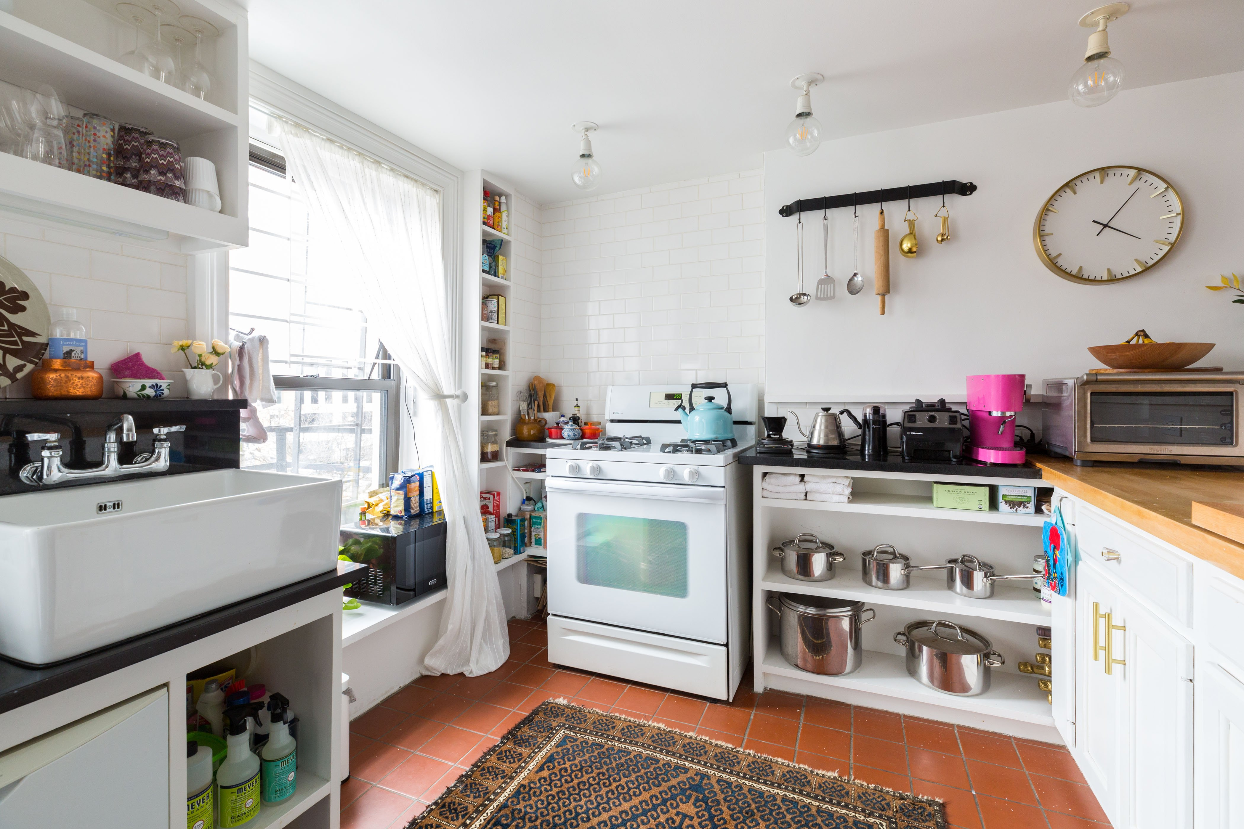 My 720sqft: A food and wine specialist serves up her retro, girly ...
