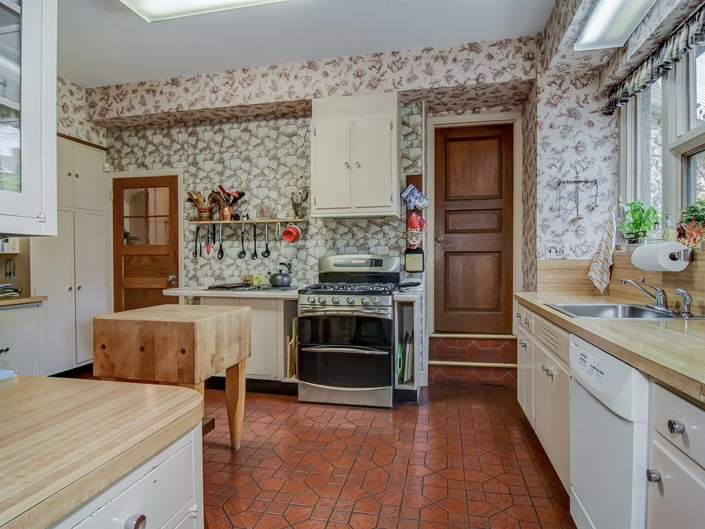 5020 Goodridge Avenue kitchen