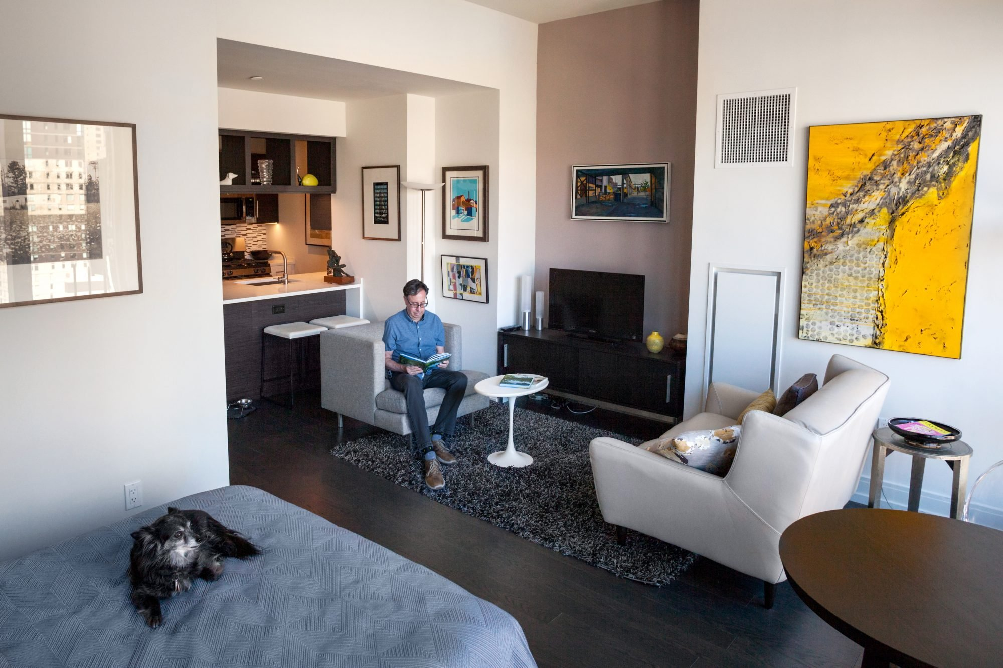 Posted On Mon June 11 2018 By Dana Schulz In Features Hell\u0027s Kitchen Interiors My SQFT House Tours & My 500sqft: An art collector from Philly swaps space for amenities ...