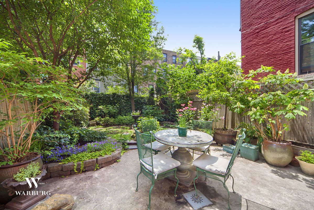 For a stately stunner in prospect lefferts gardens with a magical garden 6sqft for Prospect park lefferts gardens