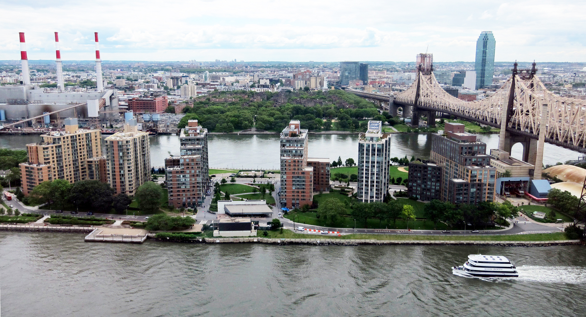 11 Reasons You Need to Ride the Roosevelt Island Tramway ...   Roosevelt Island
