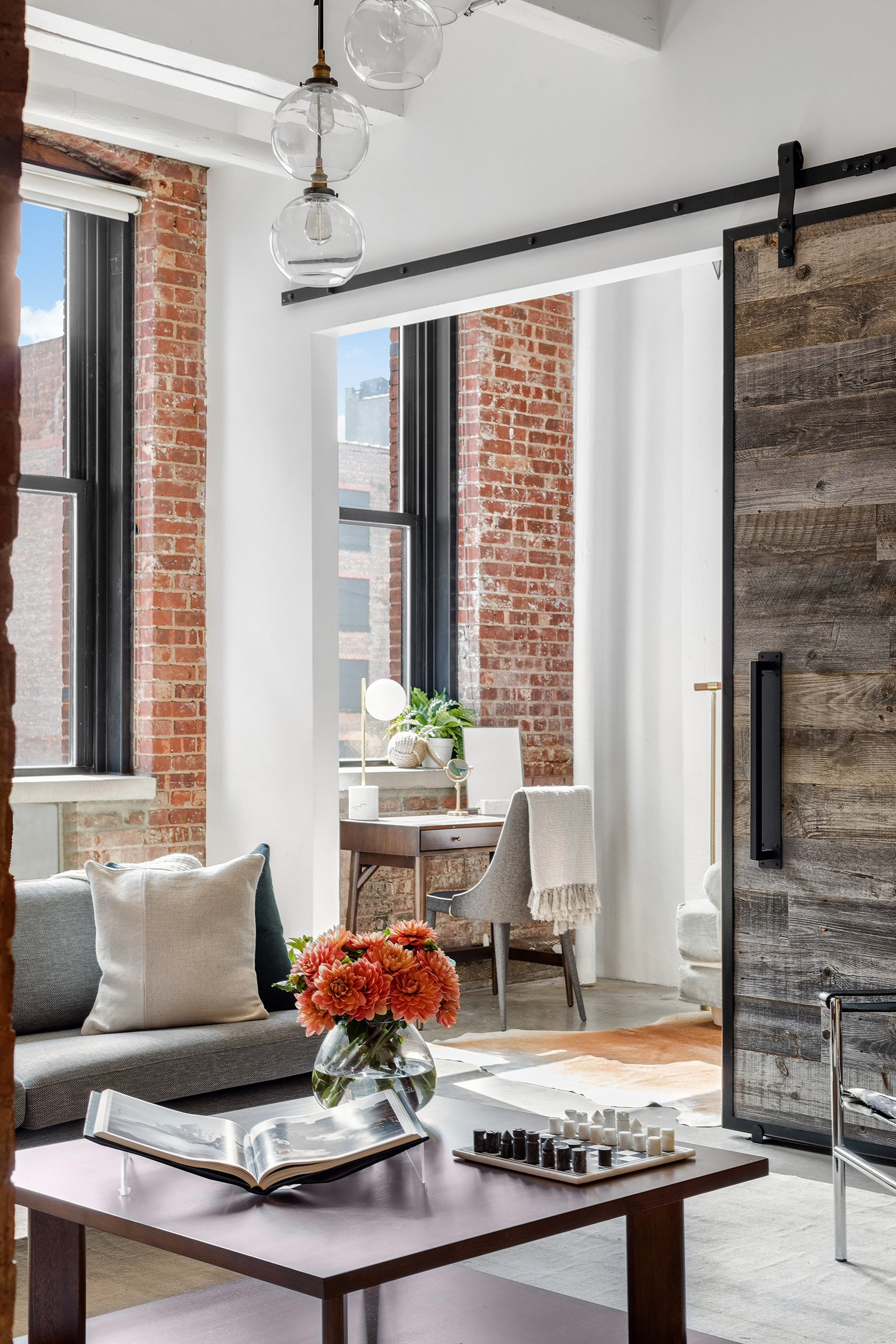 Cnbc Anchor Sara Eisen Lists Renovated Polished Rustic