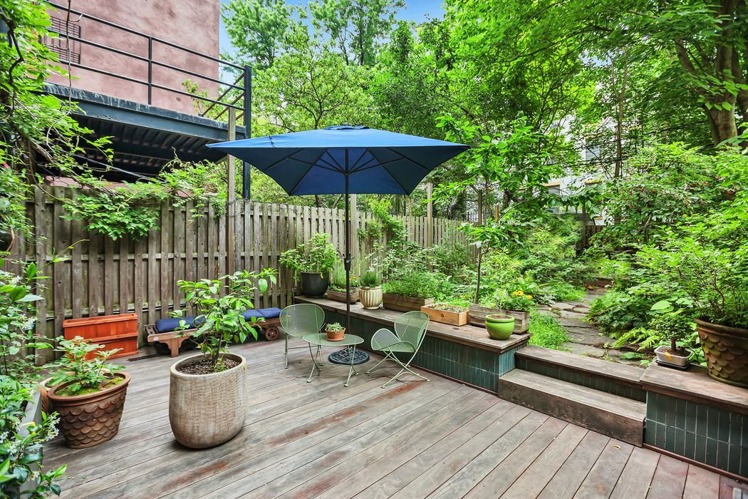 Maggie Gyllenhaal and Peter Sarsgaard, 36 Sterling Place, Park Slope townhouse,
