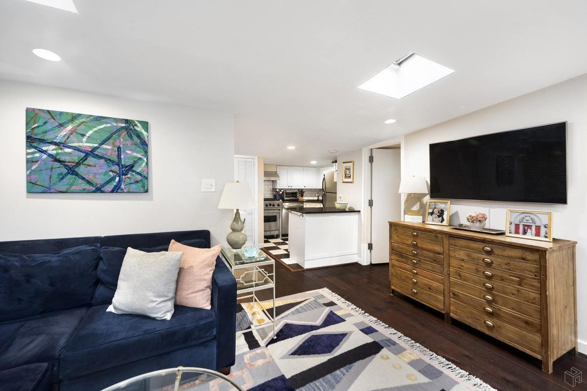 One-bedroom in a rare Upper East Side clapboard house ...