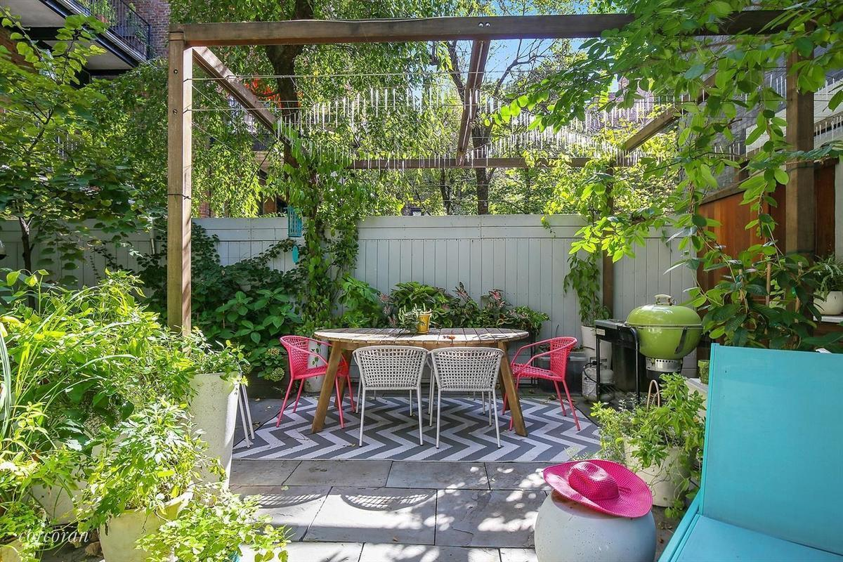 2 8m Chelsea Co Op Has An Enchanted Two Level Garden Complete