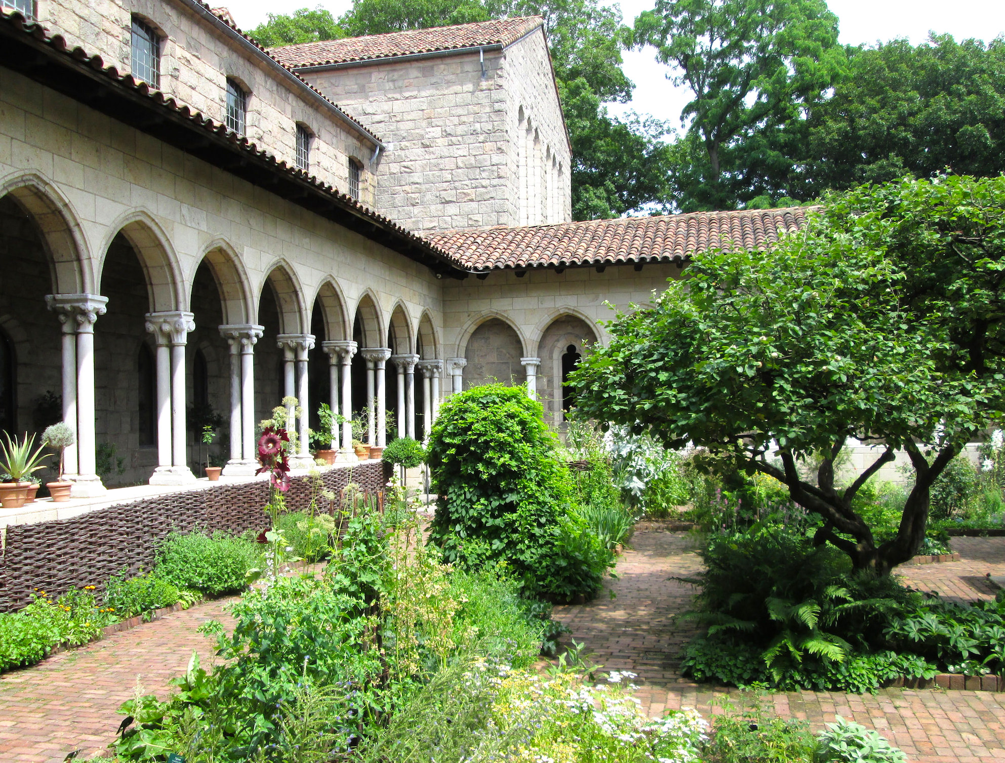 the cloisters, romantic spots nyc, fort tryon park