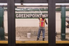 Greenpoint Avenue, MTA