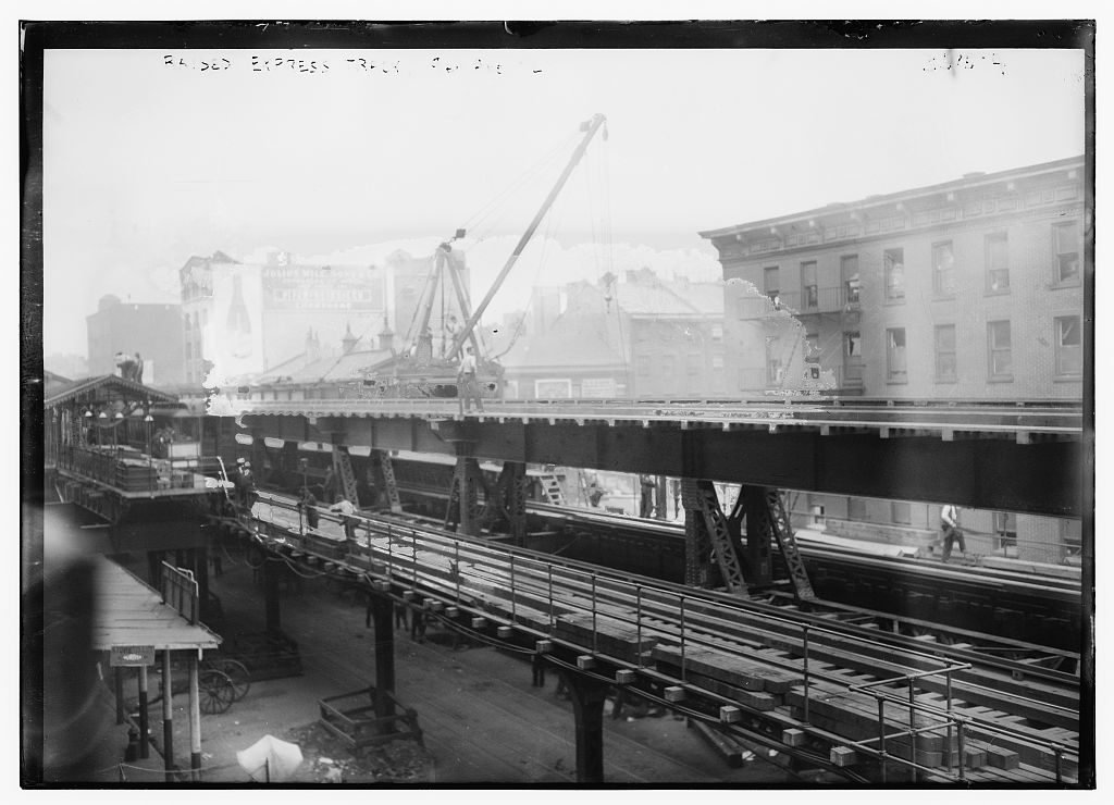 NYC's first elevated train and the nation's first streetcar began in Greenwich Village | 6sqft