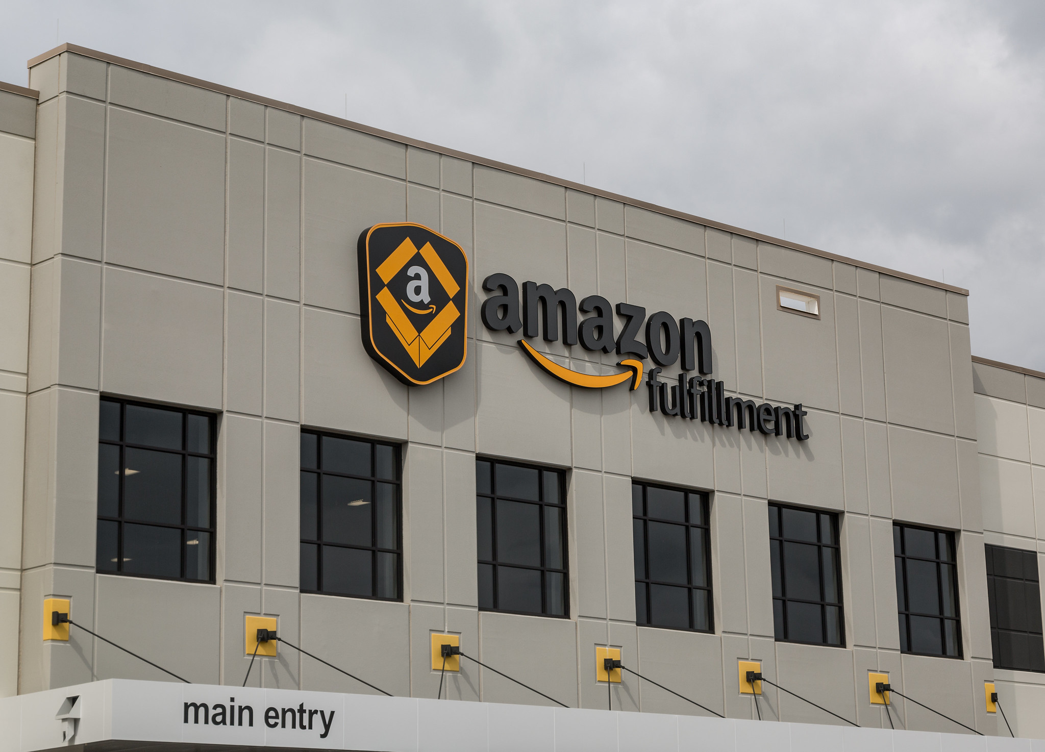 amazon fulfillment center, amazon