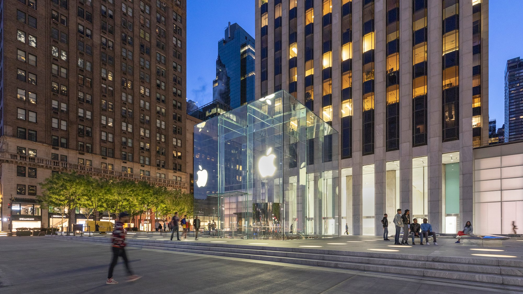 Apple re-opens flashy, redesigned Fifth Avenue NYC store